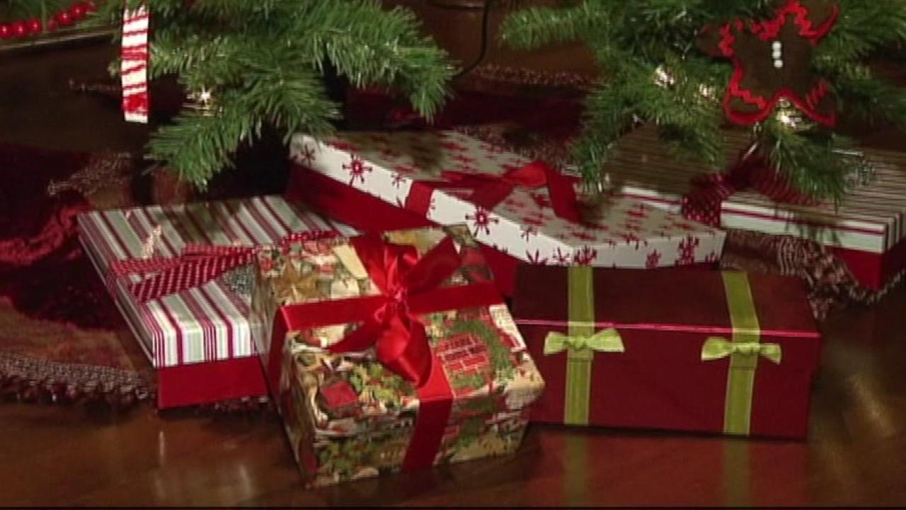 christmas presents under tree_235417