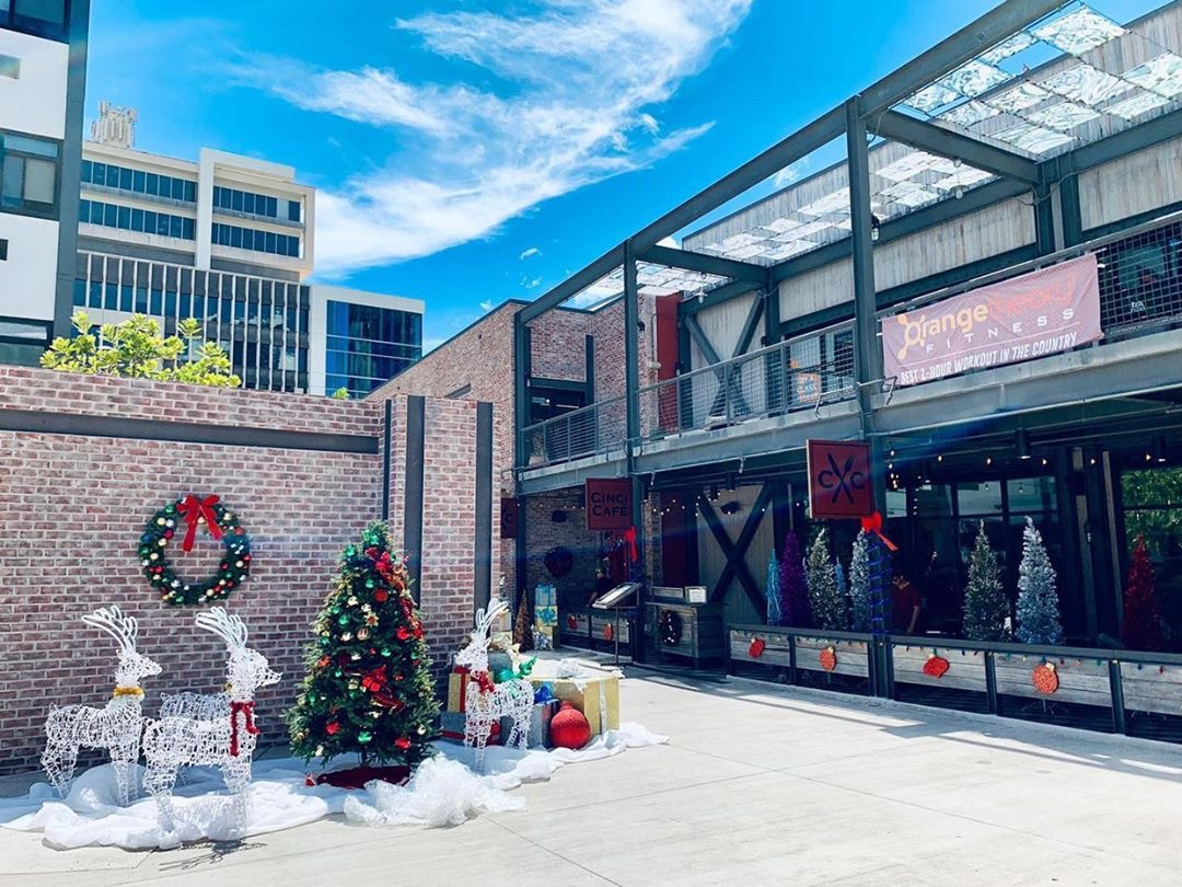 Abc Christmas Catalog 2019.New Abc Holiday Film Turned Salt At Our Kakaako Into A Movie