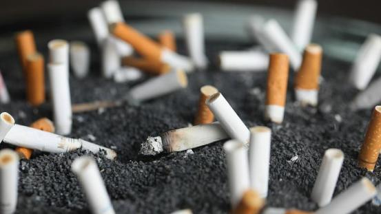 Το κάπνισμα αυξάνει τον κίνδυνο εμφάνισης κοροναϊού