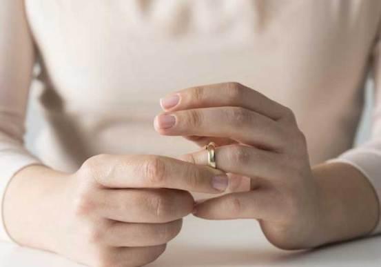 πεθερά για να αναγκάσει τη νύφη να πάει στην Τουρκία για να εισαγάγει τον αριθμό ιστότοπων με σεξουαλικό περιεχόμενο και λόγους διαζυγίου