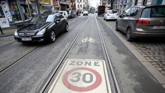 Το όριο ταχύτητας για τα οχήματα μειώθηκε στα 30 χιλιόμετρα στις Βρυξέλλες