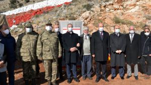 Ο Έρσιν Τατάρ εξέτασε τις εργασίες για τη βαφή της σημαίας της ΤΔΒΚ
