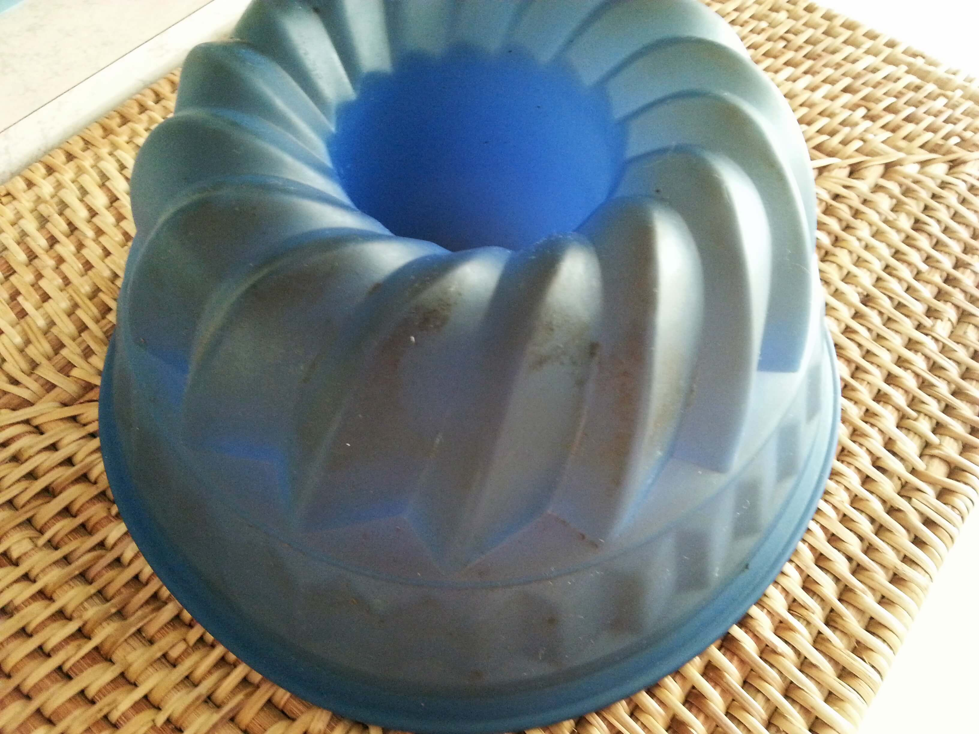 How to care for your silicone bakeware | Kicking Back the Pebbles