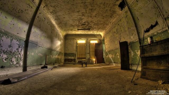 abandoned-room-10-2-2013