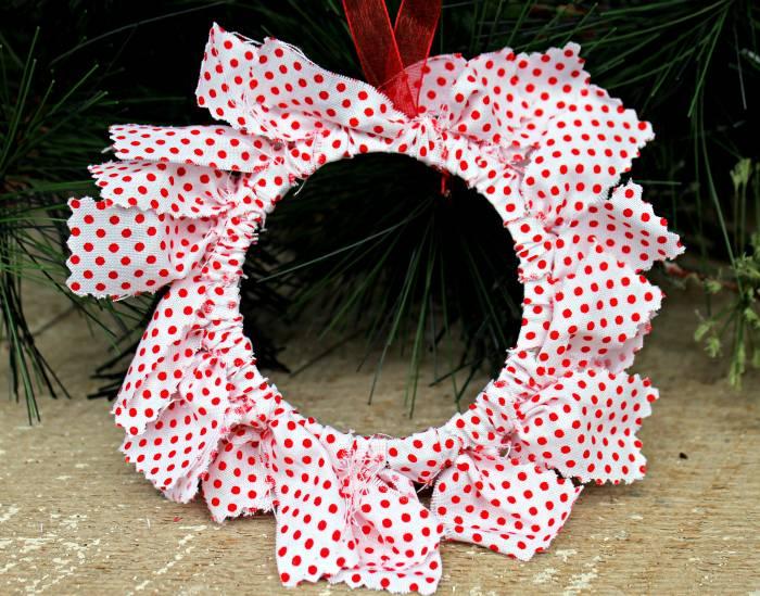 DIY Mason Jar Ring Fabric Wreath Ornaments close wreath