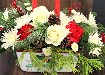Teleflora Christmas Flower Arrangements Make A Beautiful And Festive Table Centerpiece