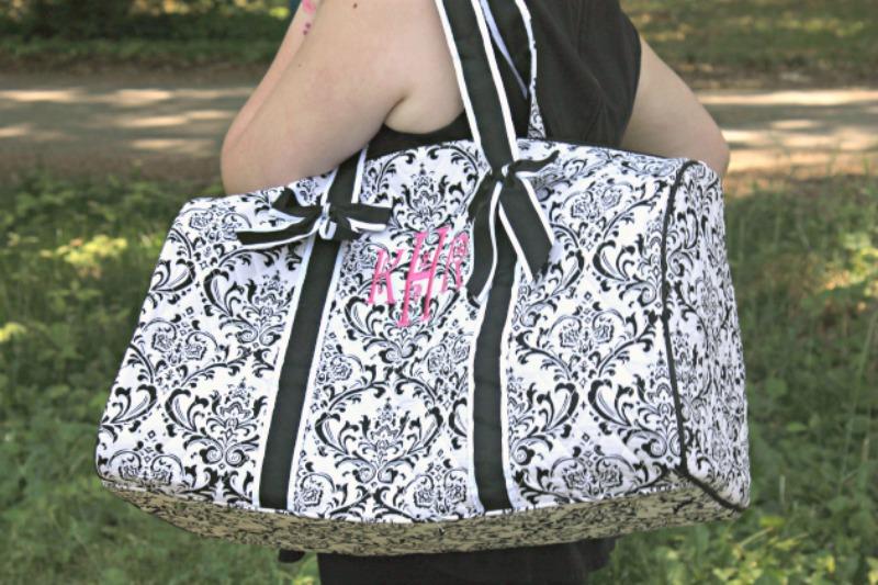 Packing Tips For Romantic Weekend Getaways shoulder