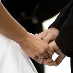 wedding-ceremony-holding-hands