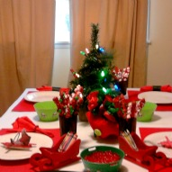 Fun things to do with kids in CT, A Holiday table cloth for the kids Christmas table, A Christmas craft with kids