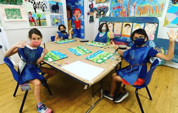 kids making art