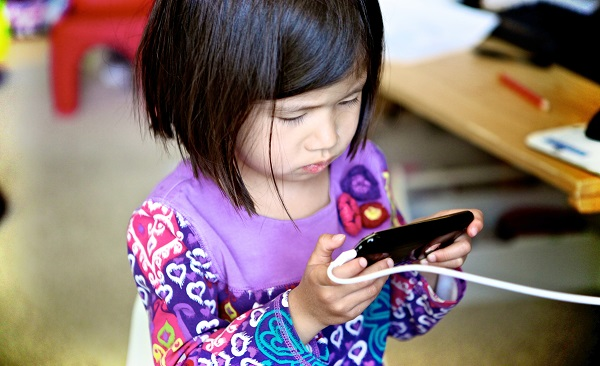 5 strategies for getting kids off devices (without a meltdown)