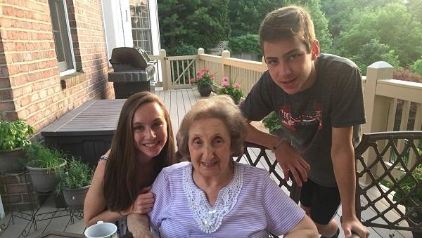 Kidsburgh Heroes: Brother-sister duo brighten community through volunteering