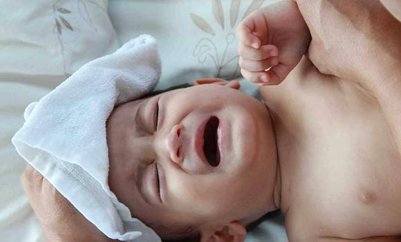 Babies cry major reasons - How to soothe a crying baby?
