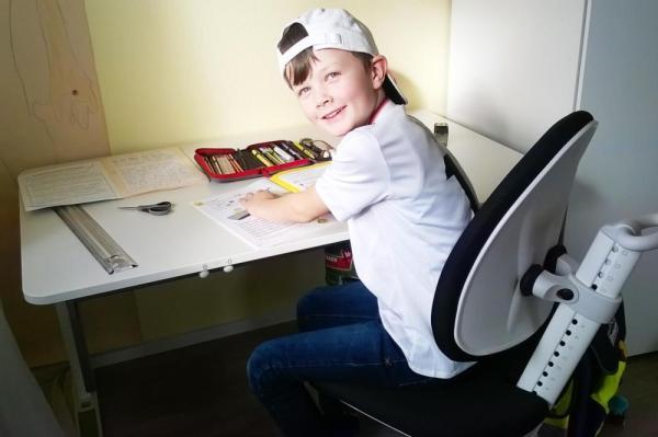 Kinderschreibtisch und Drehstuhl von Moll