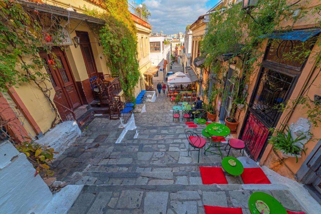 plaka cafes Athens