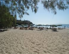 Beaches for families in the Peloponnese: Kalogria Beach