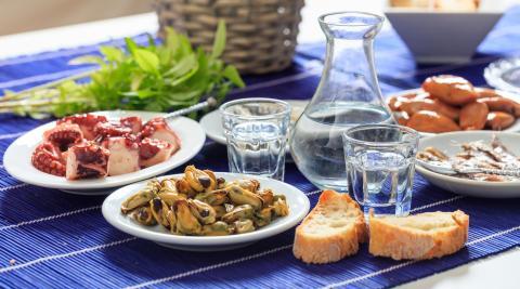 ouzo and mezedakia grek plates