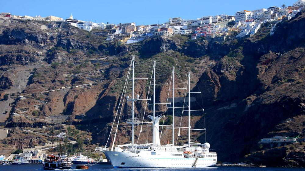 Semi-private Santorini Family Sailing Day or Sunset Tour