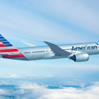 American Airlines connects Athens – Philadelphia