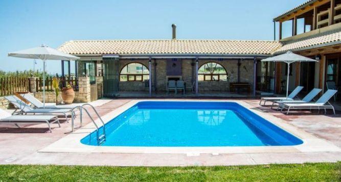 Golden Sand Family Villa in Rethymno