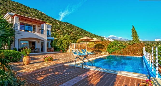 Two bedroom deluxe family villa with sea view
