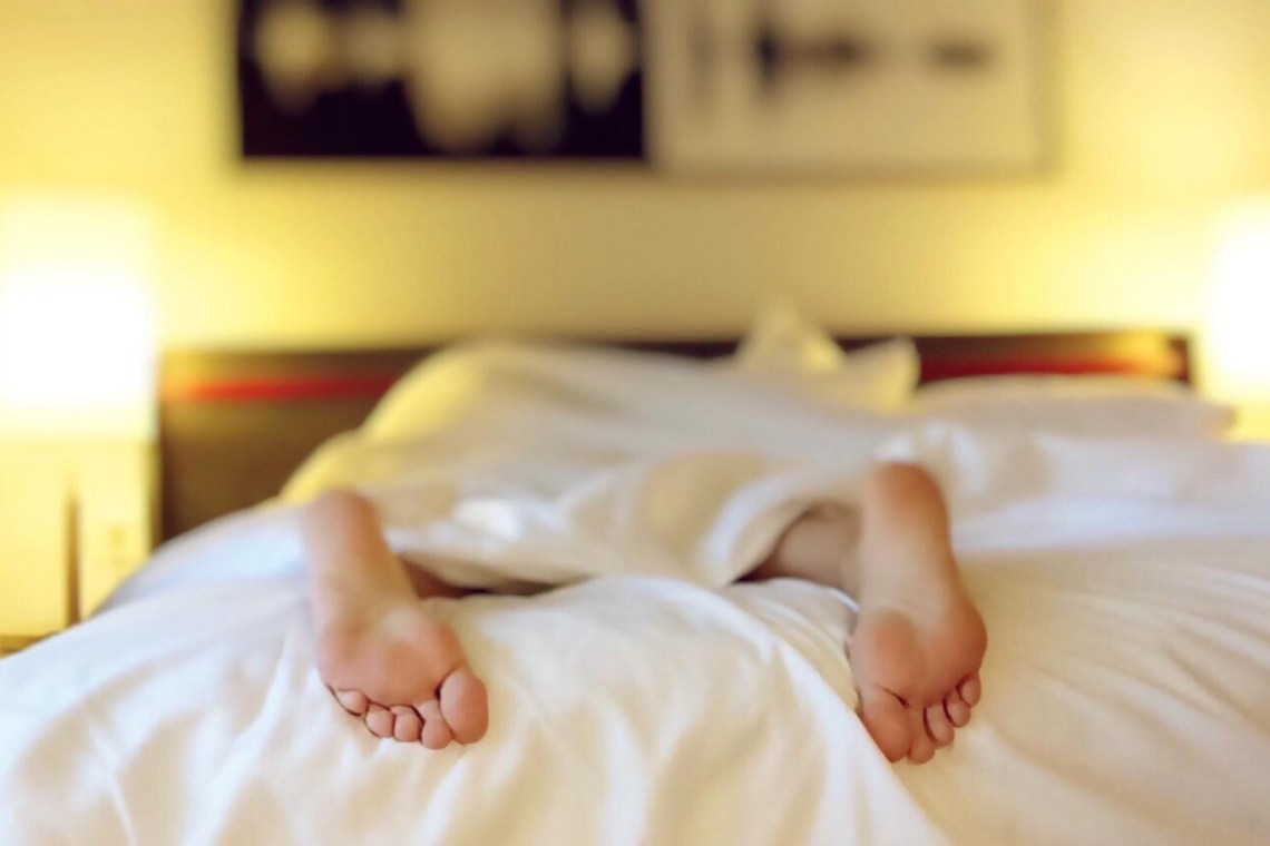 parent sleeping in hotels bed