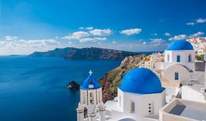 'The Best Time to Visit The Greek Island of Santorini