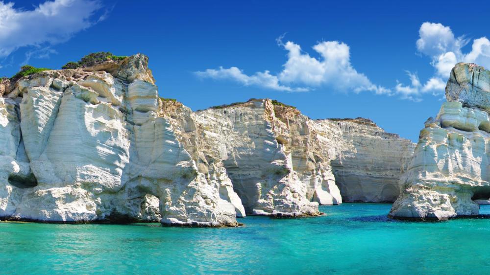 Sailing around Milos – A fun, family sailing adventure (small group)