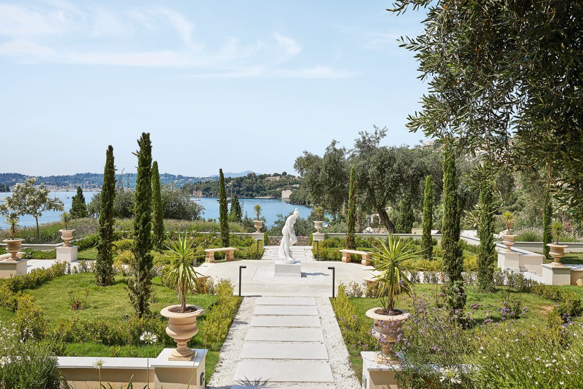 05-Corfu-Imperial-richness-of-velvet green-trees-that-plunge-into-the-bluest-of-waters_72dpi-min