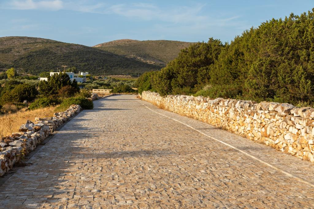 Path to the ancient Paros marble quarries DP-min