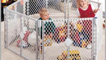 North States Superyard Classic XT Gate Play Yard