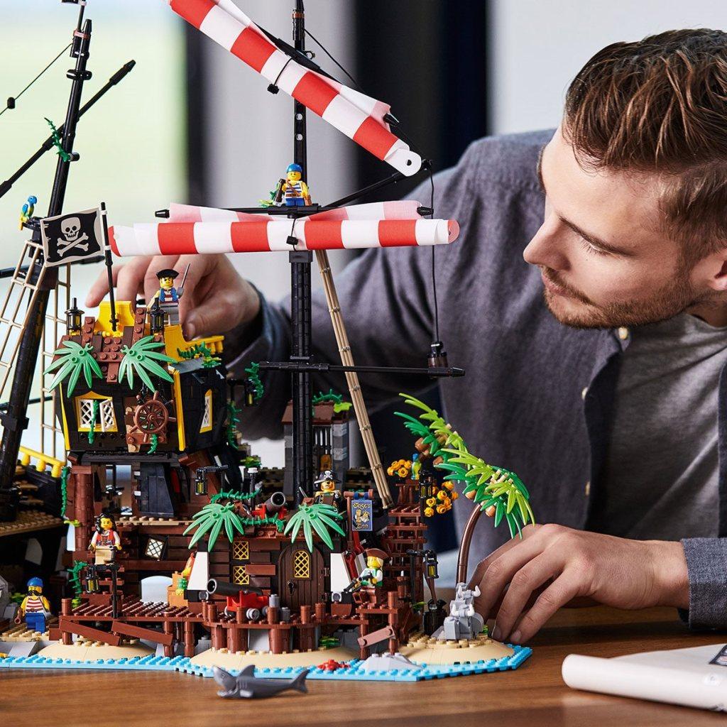 LEGO Ideas Pirates of Barracuda Bay1