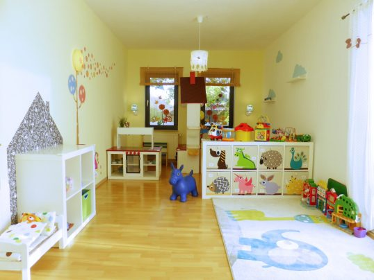 Outdoor Küche Kindergarten : Spielzimmer kita kid zone kinderbetreuung