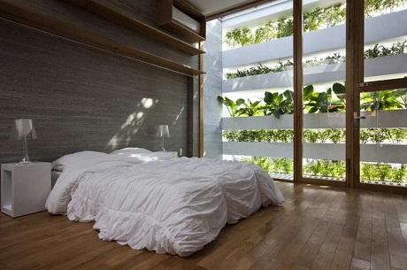 """Giới thiệu về """"Ngôi nhà xanh"""", trang web ArchDaily viết:"""