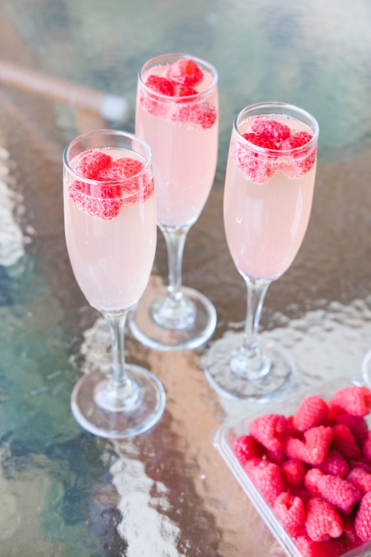 lemonade with champagne and raspberries