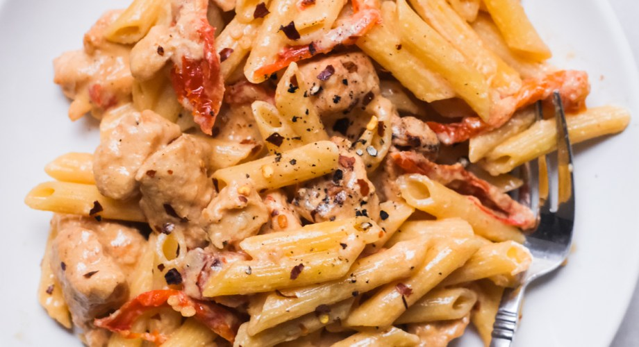 Creamy Chicken Pasta with Sun-Dried Tomatoes