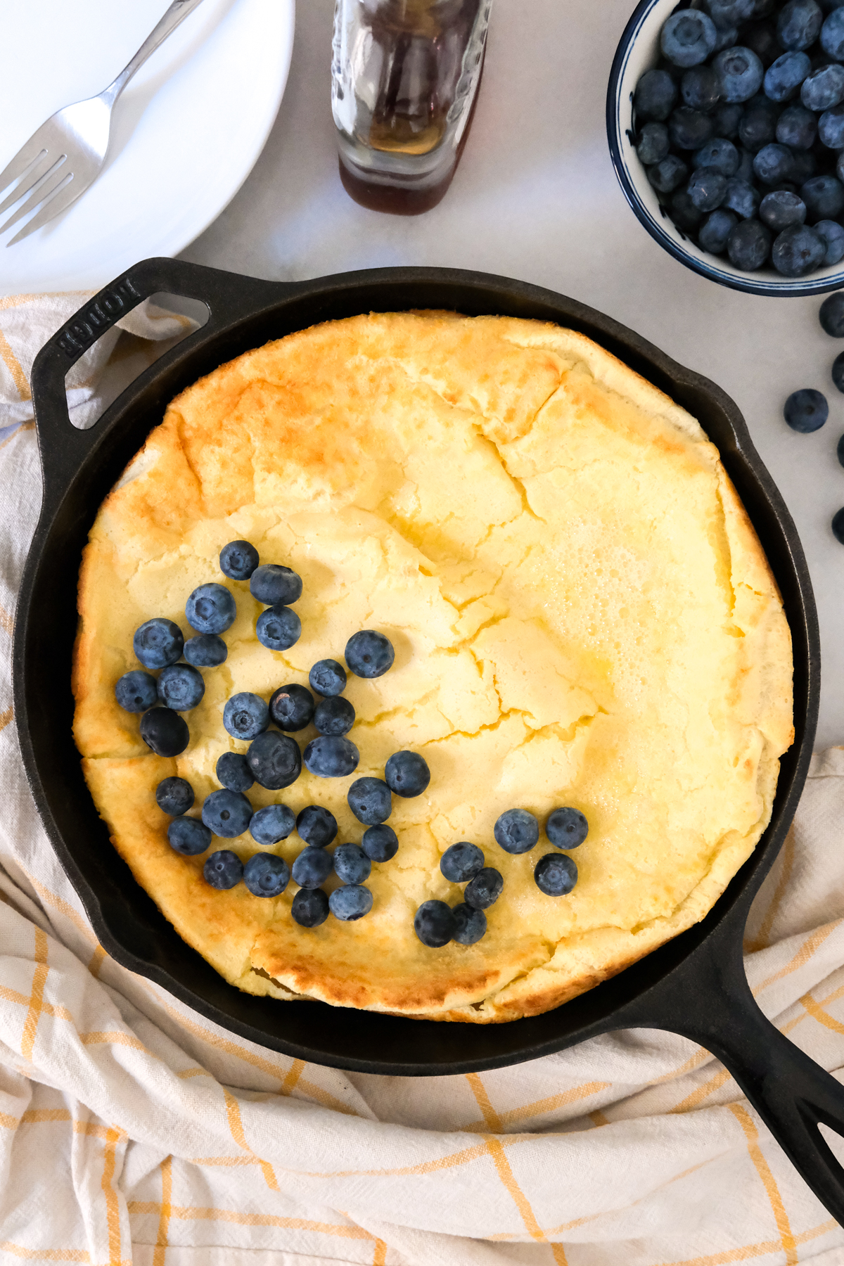 skillet dutch baby with berries
