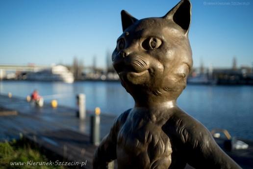 2018 12 05 Szczecin, bulwary, pomnik kota Umbriagi, który lubił żeglować 02