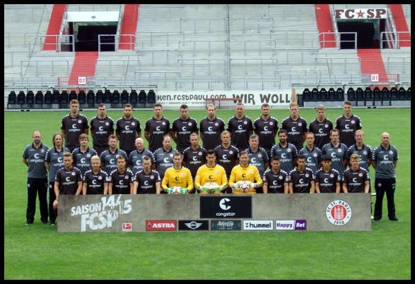 Mannschaftsfoto FC St. Pauli, Saison 2014-15, verlinkt zu jenem und den Spieler- Einzelportraits auf ipernity.com