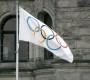 """""""Olympic-flag-Victoria"""" von Makaristos - Eigenes Werk. Lizenziert unter Gemeinfrei über Wikimedia Commons - http://commons.wikimedia.org/wiki/File:Olympic-flag-Victoria.jpg#mediaviewer/File:Olympic-flag-Victoria.jpg"""