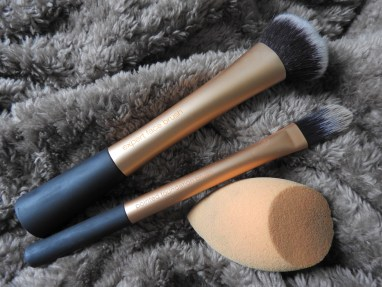 Real Techniques Foundation Brushes and Sponge
