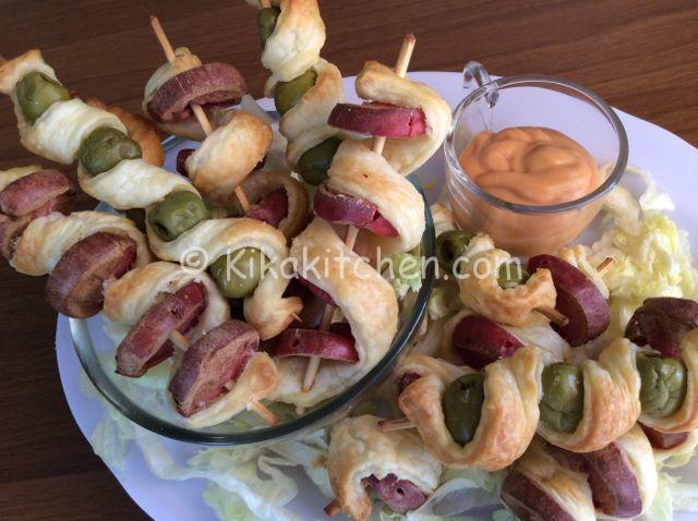 Spiedini di pasta sfoglia con wurstel e olive  Kikakitchen