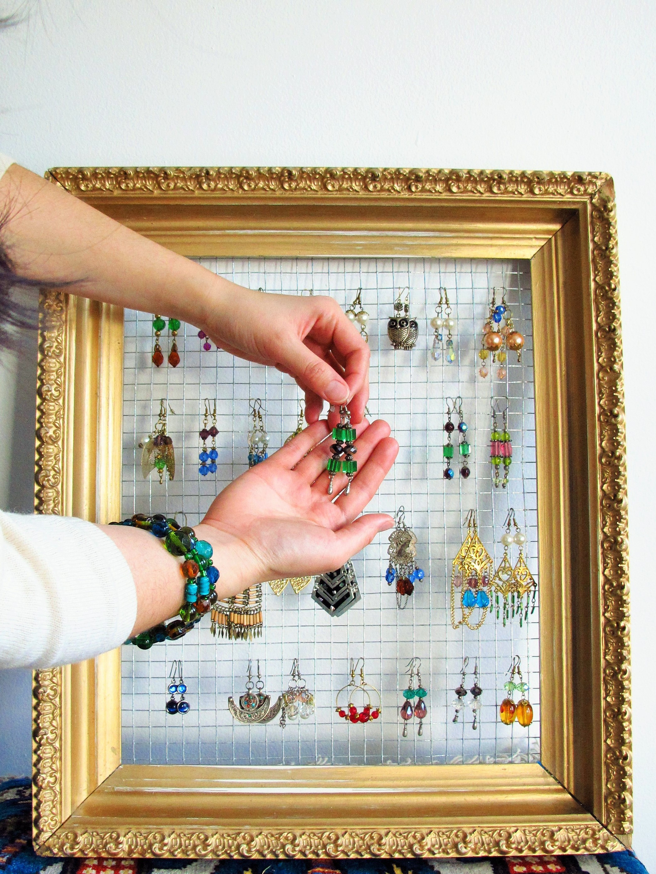 DIY: Gilded Frame Jewelry Display