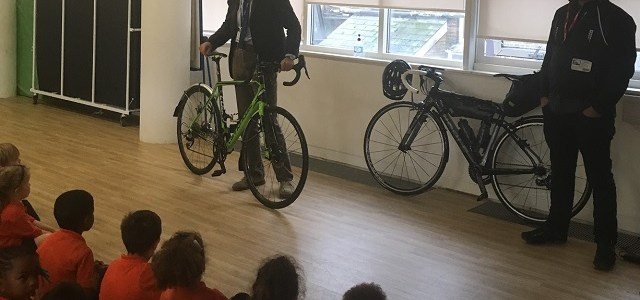 Fundraising cycling COO presents his bike to pupils!