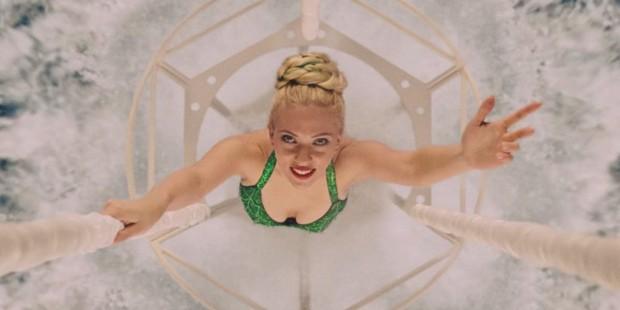 Scarlett Johansson Áve Cézár