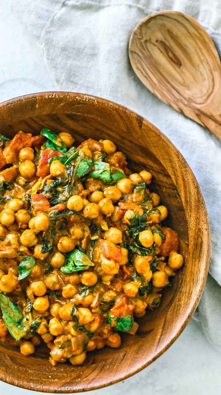 Bamboo bowl of Vegetarian Chickpea Curry.