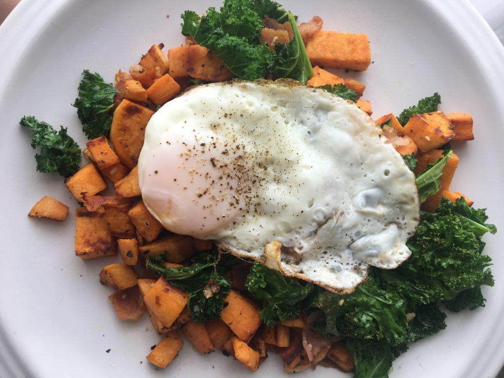 garlicky kale breakfast