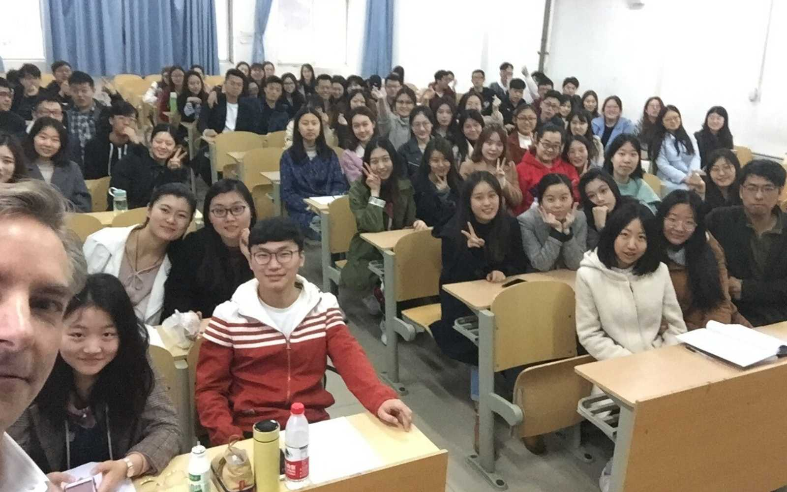 Chineses students in class. Difference between America and China.