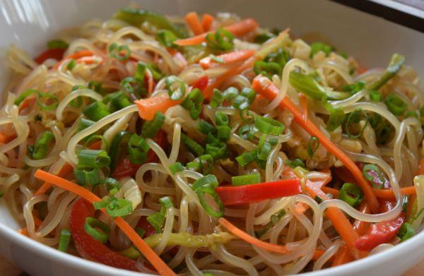sesame-garlic-noodles-closeup