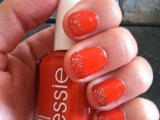 essie meet me at sunset glitter tip nails